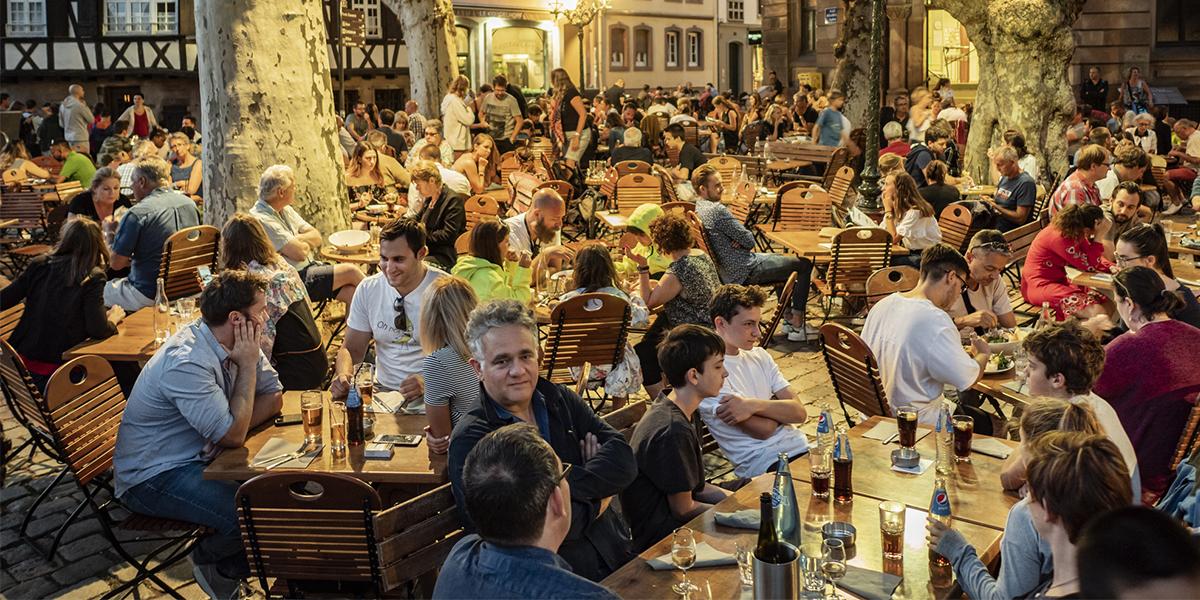 Resultado de imagem para restaurantes cheios